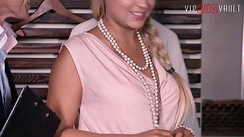 VIP SEX VAULT - Czech MILF Barra Brass Has Hot Sex With Real Estate Agent