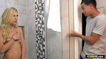 Masturbating in the bathroom is not fun - Kali Roses 6分钟