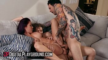 Busty (Monique Alexander) fills her holes with two big cocks - Digital Playground 11分钟