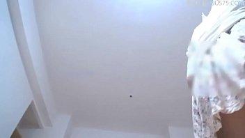 小少妇脱掉内裤在客厅地上被爆操内射.