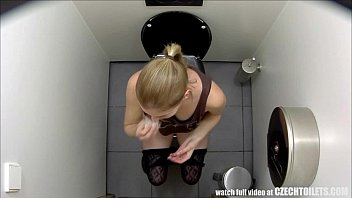 Must-Watch What Girls do in the Bathroom thumbnail