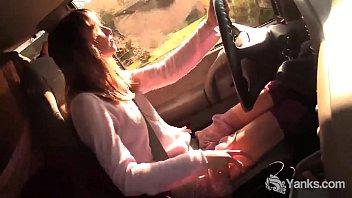 Yanks Babe Chloe Randall Masturbates In The Car