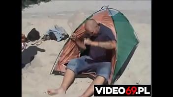 Polskie porno - Babcia Władzia stawia namiot
