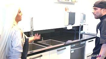 Tight Tini vom Chef zum Ficken genötigt auf Arbeit Deutsch - German Teen Vorschaubild