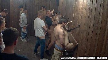 คลิปโป๊เกย์ซ่องเกย์รัสเซียให้หนุ่มๆ แหกรูตูดรออยู่แล้วเข้าไปแล้วเย็ดตูดกันได้เลย