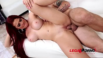Long-haired sultry Redhead Skyla Novea needs her shaved pussy to be filled GP378 30秒