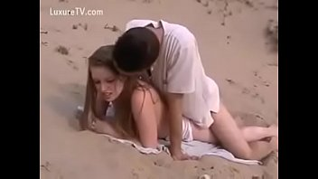 he takes her on the beach