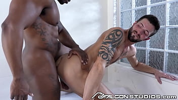 FalconStudios - Max Konnor Feeds His Huge Cock To Muscle Hunk 13分钟