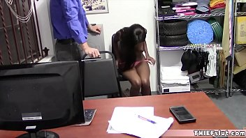 Sporty ebony thief chick pays with pussy for the guard