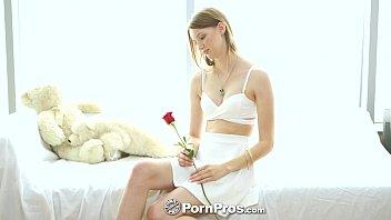 PornPros - Sophia Wilde rewards her man by sitting on his face 8 min