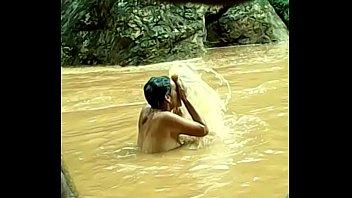 Culiadita en el rio