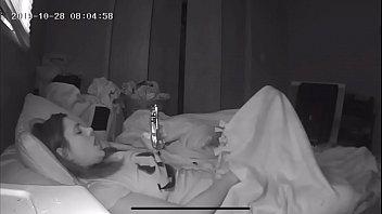xxxซ่อนกล้องแอบถ่ายในห้องนอนน้องสาว กำลังนอนเบ็ดหีพร้อมดูpornผ่านโทรศัพท์มือถือแน่นอน พี่ชายเห็นน้องสาวมีความสุขในการช่วยตัวเอง แทบจะหายเงี่ยนแทนเลย