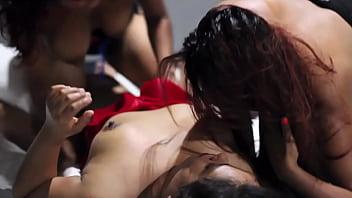 trio de amigas buscan sexo y terminan cogiendo con dos estudiantes en una gran orgia en motel - intercambio de pareja amateur - terminan chorreando y gimiendo