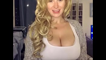 Mom on webcam - more videos on yourHotCam.com