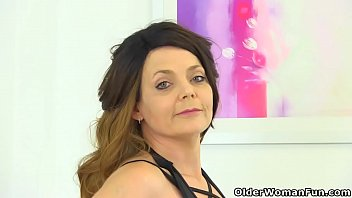 Uk adult entertainer gemma standen English milf gemma gold pushes her fingers in