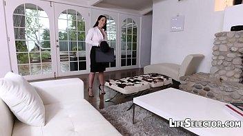 Image: Busty MILF Angela White enjoys foot fetish with her cotenant