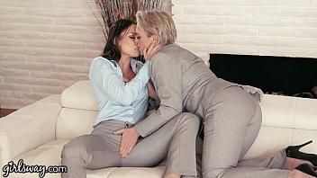 GIRLSWAY Mature Lesbian Gifts Aidra Fox a Power Suit porno izle