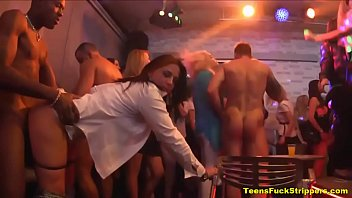 Crazy Sluts Go Wild For Cock At Stripper Party 6分钟