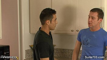 Married guy Emilio Sands gets banged by a gay 9 min