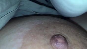 mi esposa en panties dormida pezones ricos