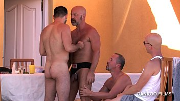 Augusta gay resort Gay resort episodio 2. val y deif se lo montan apartados del resto