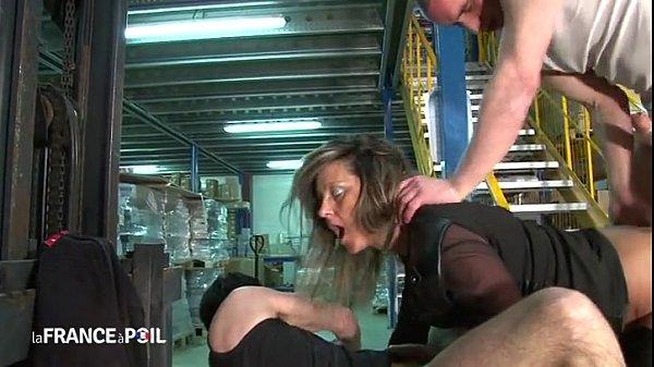 סרטון פורנו Directrice de 35 ans sodomisée dans l'entrepôt!