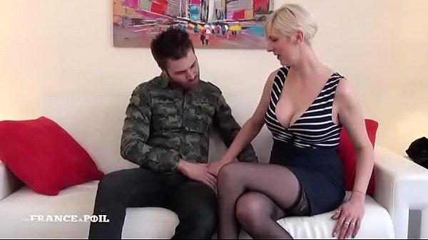 Amatrice Milf cougar francaise aux gros seins et gros cul se fait ramoner