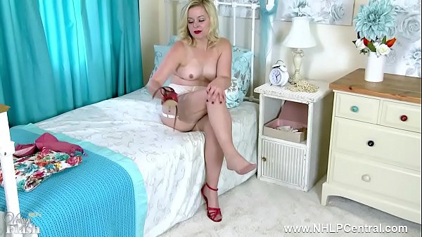 Blonde wanks in vintage bra and nylons