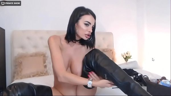 Webcam Milf Solo Boots On (ShowCamz.com)