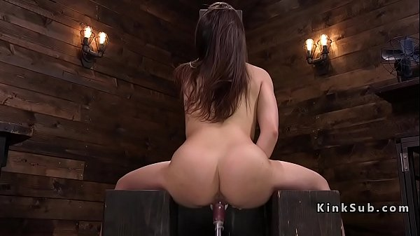 Fuck Machine Makes Her Squirt