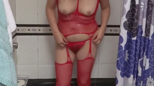 ARDIENTES 69 - MY WIFE GETS EXCITED WATCHING PORN ON HER CELL PHONE AND MASTURBATES
