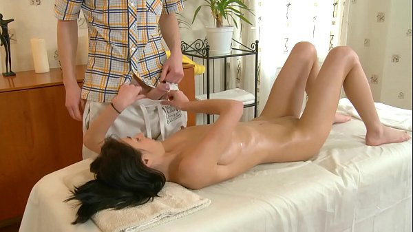 Hard Nipples Amateur Skinny Brunette Teen´s Oil...