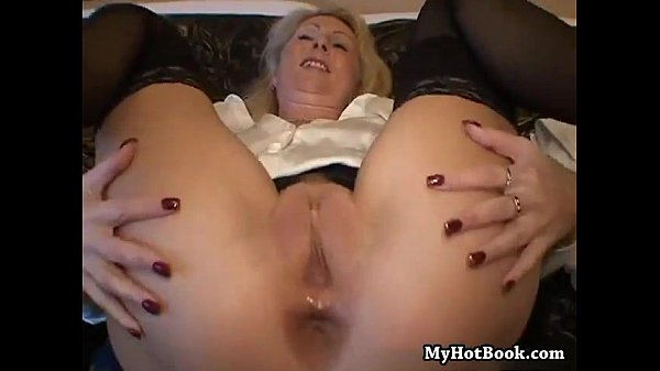 German mature likes to get pounded in the ass