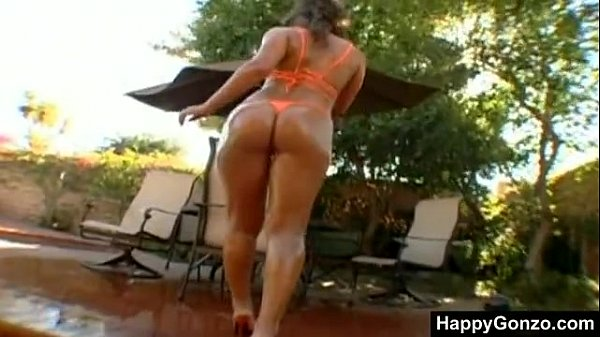 Naomi Russell with super hot perfect wet ass!