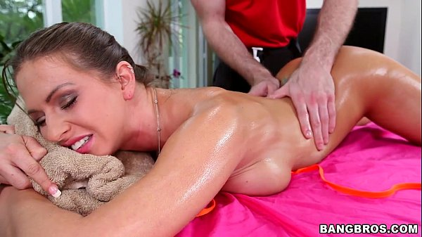 Rachel Roxxx Turned On by Massage