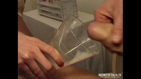 La dottoressa della banca del seme invece di donare la sborra la beve tutta Thumb