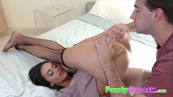 Lingeried Mom Gia Vendetti Pussy Licking - FamilyOrgasm.com Thumb