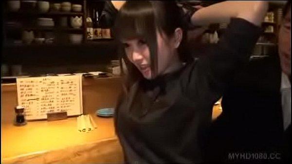 Momo Ichinose in bar
