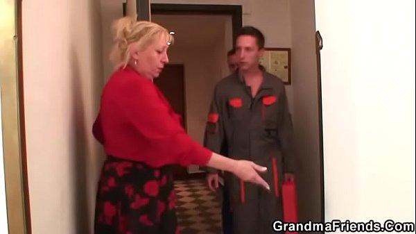 Old grandma spreads legs for two repairmen