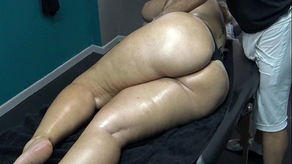 Sexy Mature Wife with Big Booty Stuck on Massag...