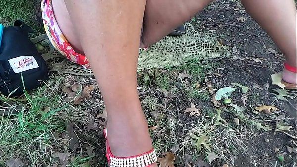 sem calcinha em todo lado em parque.MP4