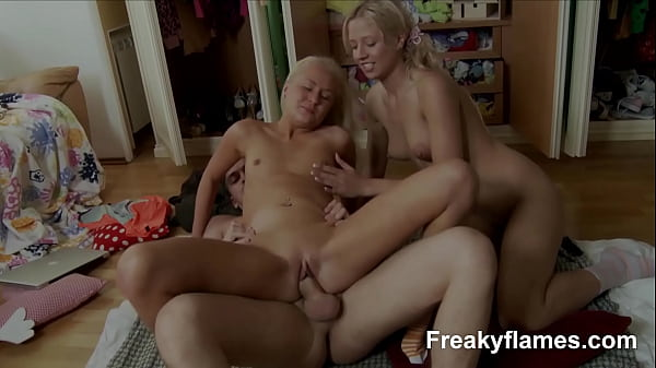 Hot Youngster amateur loves take giant dick in head till sperm