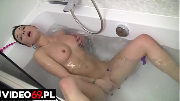 Polish porn - My lewd ex girlfriend fun in a bath of water Thumb