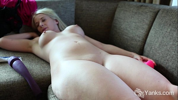 Blonde Honey Summer Toys Her Snatch Thumb