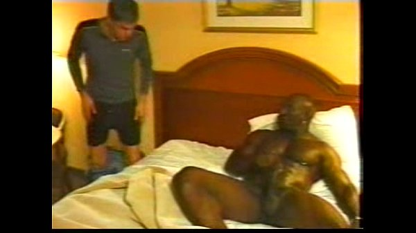 gay porn - interracial - bobby blake makes a tw...