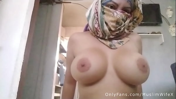 Real Arab Mom In Hijab Masturbates Her Squirtin...
