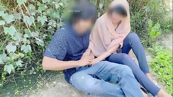 Hijab desi girl fucked in jungle with her boyfr...