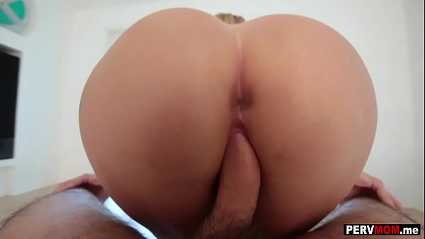 My big ass MILF stepmom had a very nice present for me