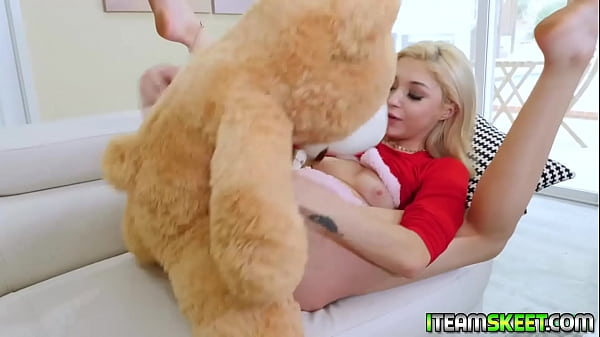 Petite girlfriend Sia Lust getting freaky with the teddy bear Thumb