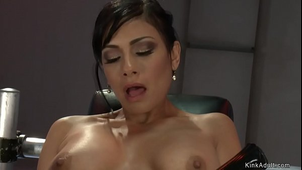 Busty anal queen fucks machines